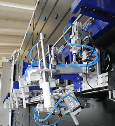 Automatic applicator of frame on profile alignment bench